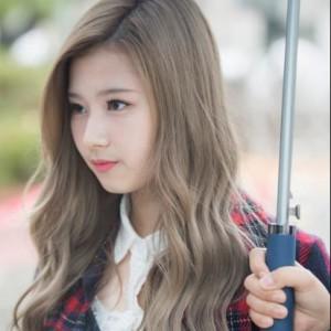 Twiceサナ髪色